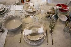 come disporre i bicchieri a tavola 5 consigli per allestire la tavola di natale la