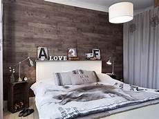 parete rivestita in legno da letto con parete rivestita in legno