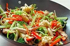 asiatische rezept rezept f 252 r eine asiatische gem 252 sepfanne mit h 252 hnerfleisch