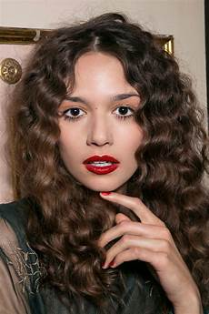 the differences with coloring curly hair stylecaster