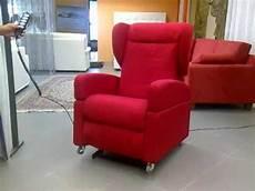 poltrona con ruote poltrona elettrica per anziani disabili alzapersona