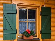 verniciare persiane legno come verniciare una finestra in legno terminali