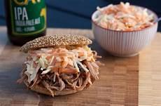 coleslaw opskrift recipe for pulled pork with burger buns and coleslaw