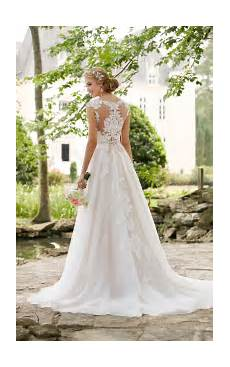 lace wedding dress with cameo back stella york