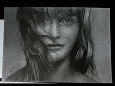 foto transformada em arte desenho a lapis grafite sobre