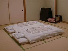 why japanese couples prefer to sleep separate iromegane