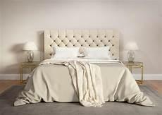 da letto beige da letto beige contemporanea con la coperta grigia
