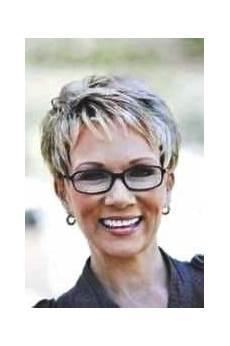 kurzhaarfrisuren blond für brillenträger die besten 25 frisuren ab 50 ideen auf