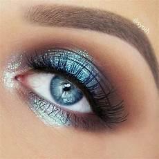 augen make up dezent blau gorgeous blue metallic eyeshadow look the blue metallic