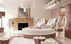 schlafzimmer im barockstil einrichten luxus schlafzimmer altrosa mit rundbett moderne