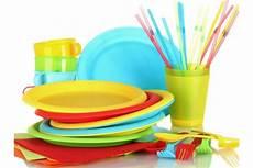 piatti e bicchieri di plastica colorati addio a piatti e bicchieri di plastica alle sagre di