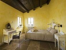 come imbiancare la da letto yellow bedroom country style country living style in
