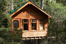 pictures of tree houses and play houses from around the