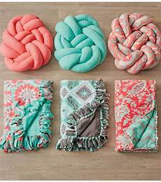 fabric crafts blanket the modern trend diy knot pillows