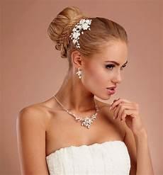 haarschmuck mit stoffblumen strass samyra haarschmuck mit stoffblumen und glasperlen samyra