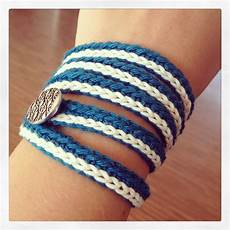 navy crochet bracelet with single crochet accent and