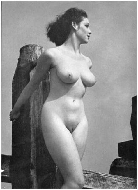 Sexy Kelly Brook Nude