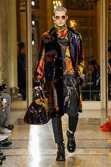 2018 Designer Collection Versace Fall 2018 Menswear Collection Tom Lorenzo