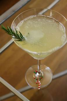 10 easy holiday themed cocktail recipes best 21 christmas drinks with vodka best round up recipe