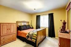 da letto gialla stanza gialla luminosa della cucina con le cime