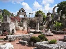 giardini di pietra il monolito nero coral castle il giardino di pietra
