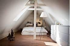 schlafzimmer ideen mit ankleide die besten 25 dachgeschoss schlafzimmer ideen auf
