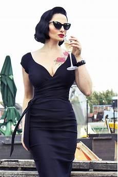 dress to impress hourglass figure stylewe
