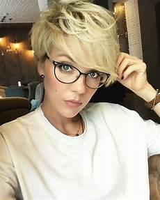 kurzhaarfrisuren blond für brillenträger bob frisuren mit brille open project