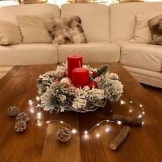 candele rosse centrotavola natalizio con candele rosse base di legno e