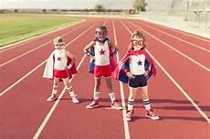 uomini che fanno sport sport per bambini come scegliere quello giusto ohga