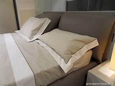 cuscini da letto letto imbottito con cuscini di testata per una posizione