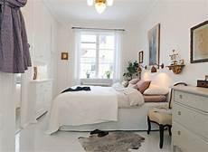 schlafzimmer in weiß einrichten kleines schlafzimmer einrichten sehr sch c bn und wei f