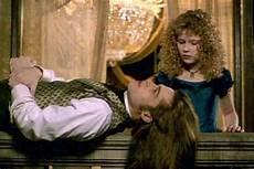 adegan dalam serial itu ditonton malam ini bukan dengan kekasih 10 artis ini justru ciuman pertama