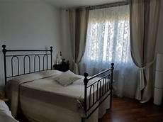 modelli di camere tende arricciate con fantasia floreale per da letto