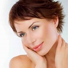 frisuren braune kurze haare l 228 ssige fransige kurzhaarfrisur braune kurze und