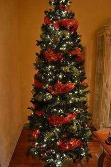 How To Wrap A Large Tree With Christmas Lights 44 Awesome Christmas Tree Decorations With Mesh