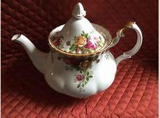 ROYAL ALBERT BONE CHINA LG.6 CUP TEA POT OLD COUNTRY ROSES