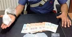 cucinare cocaina cocaina in cucina e tra i piumoni letto arrestato