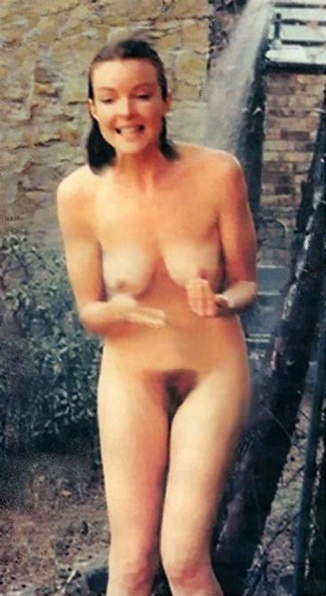 Mira Nackt