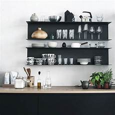 cucine con mensole le mensole a vista in cucina ma anche funzionali