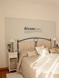 idee per decorare la da letto scritte decorative in da letto ecco 20 idee