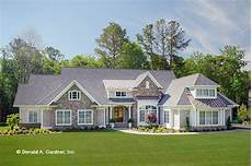 craftsman style house plan 4 beds 4 baths 3200 sq ft