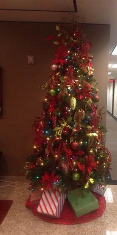 Christmas Tree Decorating Ideas With Multicolor Lights Multi Colored Light Christmas Tree With The Traditional