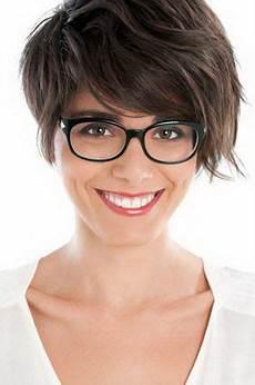 frisuren dünnes haar brille kurzhaarfrisuren damen brillentr 228 ger glasses
