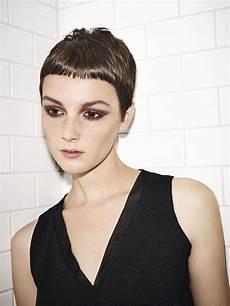 kurzhaarfrisur frauen glatte haare schwarze glatte haare damen friseur