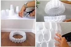 pupazzo di neve con bicchieri di plastica come creare babbo natale con i bicchieri di plastica