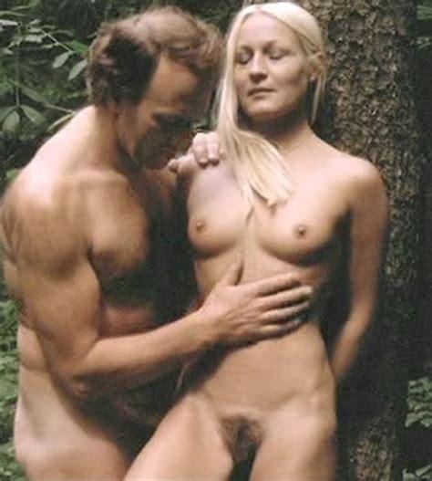 Q Nude