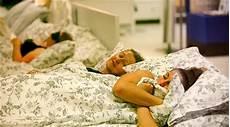 piumone ikea problemi a letto ikea ha creato il primo piumone per chi