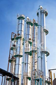 Distillation Tower Industrial Distillation Towers Stock Photos Freeimages Com