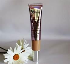 It Cosmetics Supersize Cc Illumination Light 2 53 Fl Oz It Cosmetics Supersize Cc Cream Illumination 2 53 Oz